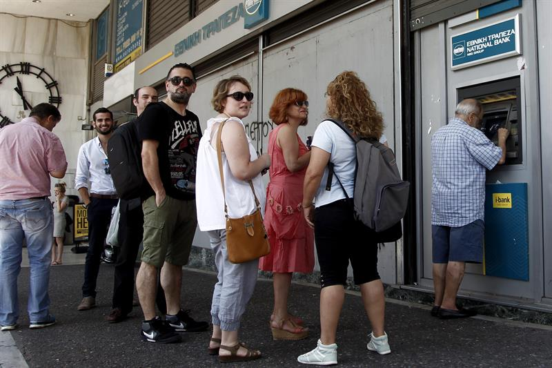 The ECB reduces the credit ceiling to Greek banks by improving liquidity